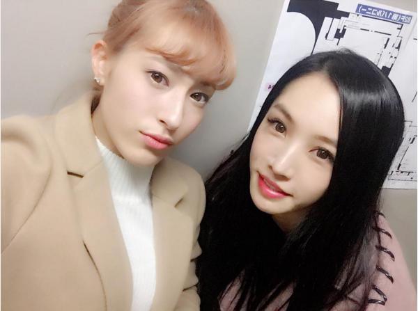 平田梨奈とMEGBABY(出典:https://www.instagram.com/hirari_official)
