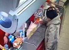 【海外発!Breaking News】ロシアのスーパーで高齢女性の頭に炎が! ライター試用中に