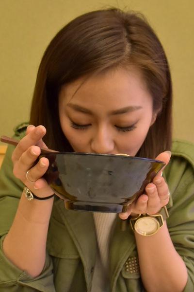 北海道利尻産の昆布だしとはまぐりの旨みがつまったスープは奥が深い味わい 信太美月