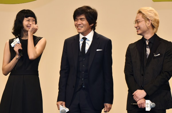 笑いが止まらない出演者たち 映画『64-ロクヨン- 前編』完成披露試写会・舞台挨拶にて