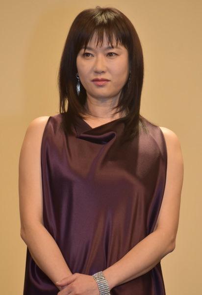 佐藤浩市演じる三上義信の妻役 夏川結衣