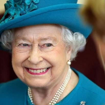 """【イタすぎるセレブ達】英エリザベス女王、プライベートでは子供達を心配する""""普通の母親"""""""