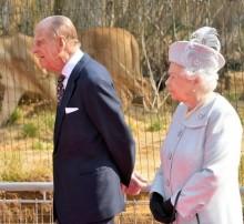【イタすぎるセレブ達】英エリザベス女王は恥ずかしがり屋 エディンバラ公が常にサポート