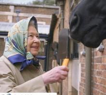 """【イタすぎるセレブ達】キャサリン妃、エリザベス女王の""""優しい曾祖母ぶり""""語る"""