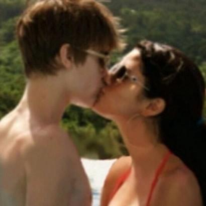 【イタすぎるセレブ達】ジャスティン・ビーバー、セレーナ・ゴメスとのキス写真で大炎上