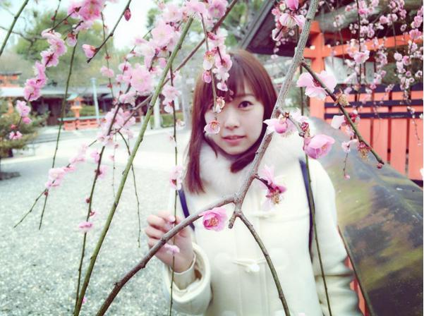 桃の花とみるきー(出典:https://www.instagram.com/miyukichan919)