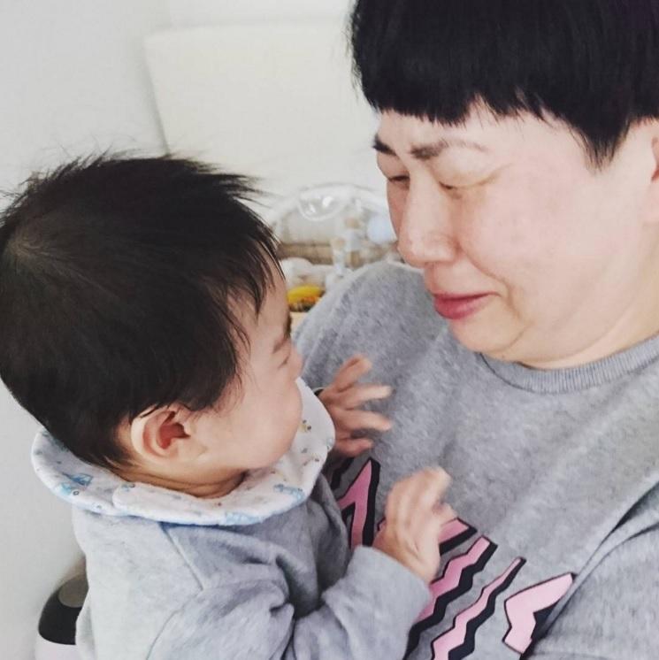 息子と5日ぶりに会った大島美幸(出典:https://www.instagram.com/osamuchan_suzuki)