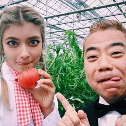 【エンタがビタミン♪】ローラ&出川哲朗 ペロっと舌出しポーズに「素敵なコンビ」