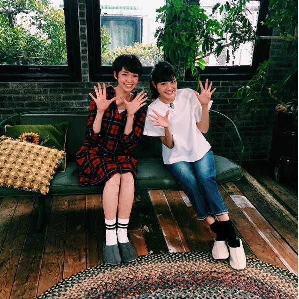 """『暮らしのレシピSpecial』に出演した""""佐藤姉妹""""(出典:https://www.instagram.com/moremagjp)"""