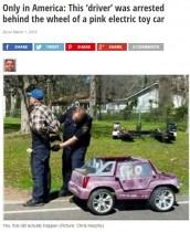 【海外発!Breaking News】おもちゃの電気自動車 26歳男が高速道路で運転!(米)