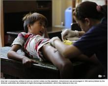 【海外発!Breaking News】男児300人が学校の机の上で一斉に割礼(フィリピン)
