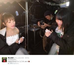 高橋みなみと横山由依(出典:https://twitter.com/Yui_yoko1208)