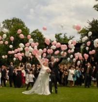 【海外発!Breaking News】結婚式でヘリウム風船が破裂 ゲストが大怪我(オーストリア)