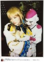 """【エンタがビタミン♪】""""フリーザ様""""コスの仮面女子 メンバーに迫る姿が「エロい」"""