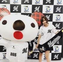 """【エンタがビタミン♪】佐野ひなこが始球式 """"ノーバン""""目指し投げたのは「チェンジアップ?」"""