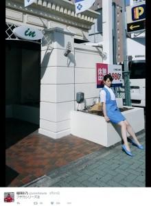 """ホテルの入り口で""""フチ乃""""(出典:https://twitter.com/yanofukuda)"""