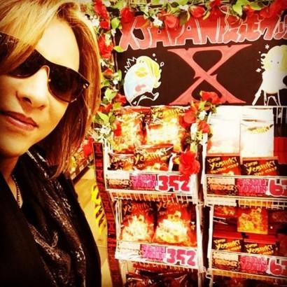 【エンタがビタミン♪】YOSHIKIがドンキに出現 X JAPAN限定カレーに笑顔