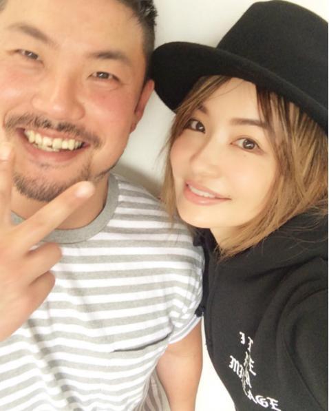 """""""ぴーちゃん""""と平子理沙(出典:https://www.instagram.com/risa_hirako)"""