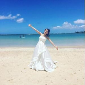 ハワイの海で撮影するおのののか(出典:https://www.instagram.com/ononono_ka)