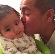 【エンタがビタミン♪】タカトシ・トシの娘が超可愛い パパのキスは「ちょっと引き気味?」
