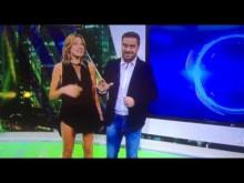 【海外発!Breaking News】FOX女性キャスター、生放送でスカートがめくれ上がる(アルゼンチン)