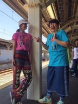 【エンタがビタミン♪】マギー&大島美幸 ロケ地のTシャツ姿が「異国にきた寅さん」