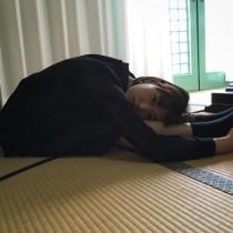 【エンタがビタミン♪】森川葵のポーズに「ガラケーみたい」 柔軟な体がすごい!