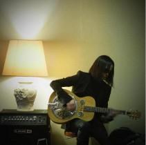 【エンタがビタミン♪】辻仁成 「ECHOES時代使ってたギター」チャリティーオークション出品の意向