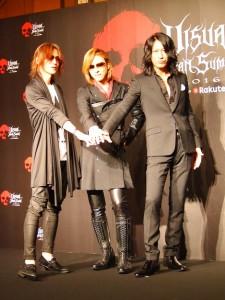 気合いを入れるSUGIZO、YOSHIKI、TAKURO