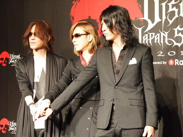 SUGIZO、YOSHIKI、TAKUROが並ぶと凄いオーラが。