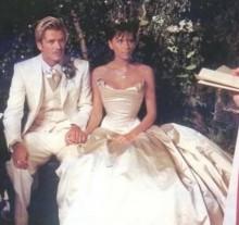 【イタすぎるセレブ達】ベッカム夫妻、結婚17周年に愛のメッセージ