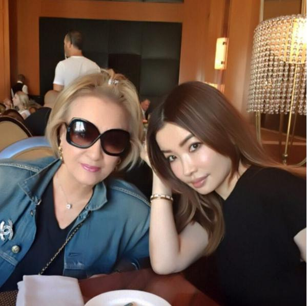 平子理沙(右)と母親(出典:https://www.instagram.com/risa_hirako)