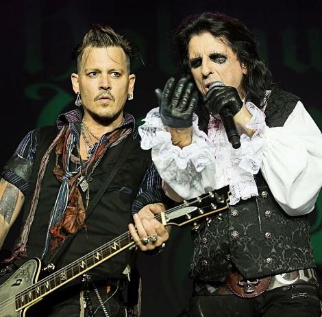 【イタすぎるセレブ達】ジョニデらのバンド ショーで倒れたジョー・ペリーは「じきにステージに戻る」と発表