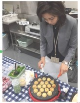 【エンタがビタミン♪】松嶋菜々子が撮影現場でたこ焼き作り ギャップにファン仰天「秘蔵写真ですね!」