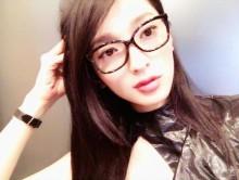 【エンタがビタミン♪】やっぱり似てる? 佐藤かよのメガネ姿がまるで「菜々緒」