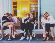 """【イタすぎるセレブ達】テイラー・スウィフトとは""""純愛""""or""""仕事""""? トム・ヒドルストンがお疲れの様子"""