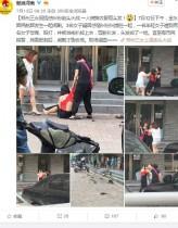 【海外発!Breaking News】若くて美しい愛人女性に正妻が猛攻撃 町の真ん中で髪をトラ刈りに(中国)