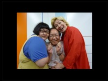 【エンタがビタミン♪】サンミュージック相澤社長、救世主・メイプル超合金と笑顔の3ショット