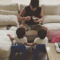 【エンタがビタミン♪】東原亜希、夫・井上康生監督の良きパパぶりを紹介 双子の娘の離乳食をお世話