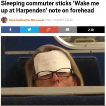 【海外発!Breaking News】電車内で居眠りする女性客 額に「着いたら起こして」(英)