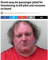 【海外発!Breaking News】泥酔した男、乗務員と乗客を殺すと脅し飛行機をUターンさせ逮捕(英)