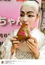 """【エンタがビタミン♪】城南海、""""白木蓮""""姿で蒸しパンをパクリ 『狸御殿』の裏側が大ウケ"""