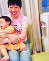 【エンタがビタミン♪】アッコが赤ちゃんを抱いて満面の笑み 「孫大好きおばあちゃんみたい」