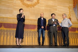 公式上映前に挨拶する天海祐希(C)2017「恋妻家宮本」製作委員会