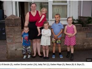 【海外発!Breaking News】年間250万円以上の生活保護を受けるシングルマザー 「子供の制服を買う余裕がない」と文句(英)