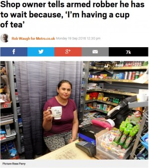 【海外発!Breaking News】強盗にナイフを突きつけられた女性オーナー「紅茶を飲んでいるから」と待たせ カッターで撃退(英)