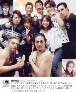 篠田麻里子と大島優子:中央2人(出典:https://twitter.com/kazuki_kato1007)