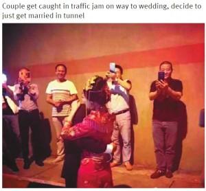 【海外発!Breaking News】結婚式に向かうトンネル内で渋滞 カップルがとった行動とは?(中国)