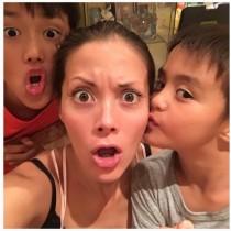 【エンタがビタミン♪】土屋アンナ、息子2人との親子ショット公開 「めっちゃイケメン」「素敵なお母さん」