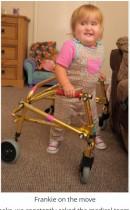【海外発!Breaking News】イギリス人初の出生前手術をした女性 二分脊椎症だった子供が2歳にして初めて歩く(英)